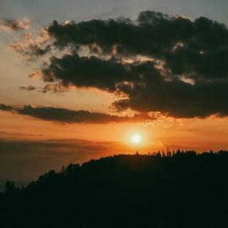 Włóczykij, czyli osoba, która lubi się czasem zgubić... nawet z mapą w ręku 🙃  ••• Jaka jest twoja definicja włóczykija? 🧐  . . . #beskidy #beskidśląski #włóczykij #razemwgorach #naszlaku #wgorachjestwszystkocokocham #kochamgóry #weroampoland #wrp_ontour #wakacje2021 #pasja #zachódsłońca #sunsetphotography #olympuspolska #polskiekrajobrazy #polskatravel #polskajestpiekna #śląsk #góry #góroholicy #polskiegóry #polska_blog #polskanaweekend
